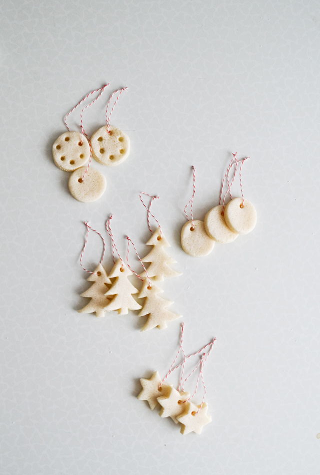 Minimalist Christmas Tree with Natural Christmas Ornaments