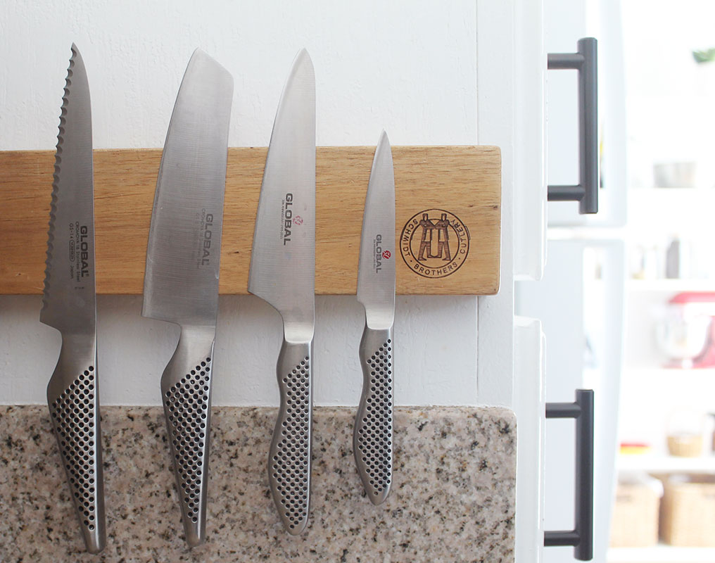 Wall mounted knife holder