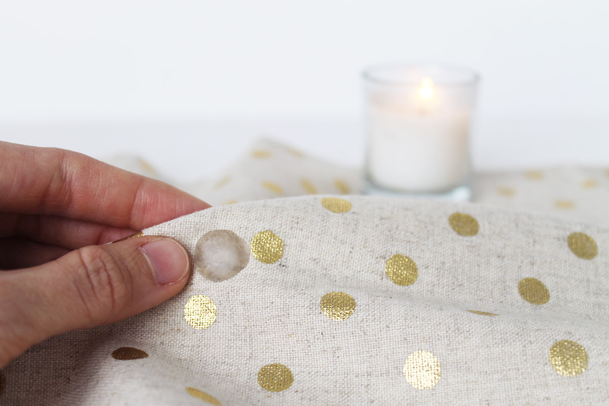 How to remove wax from a tablecloth