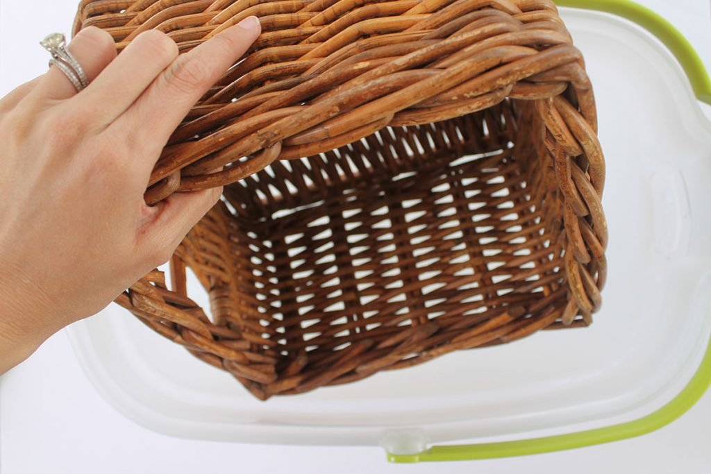 How to clean wicker baskets with soapy water