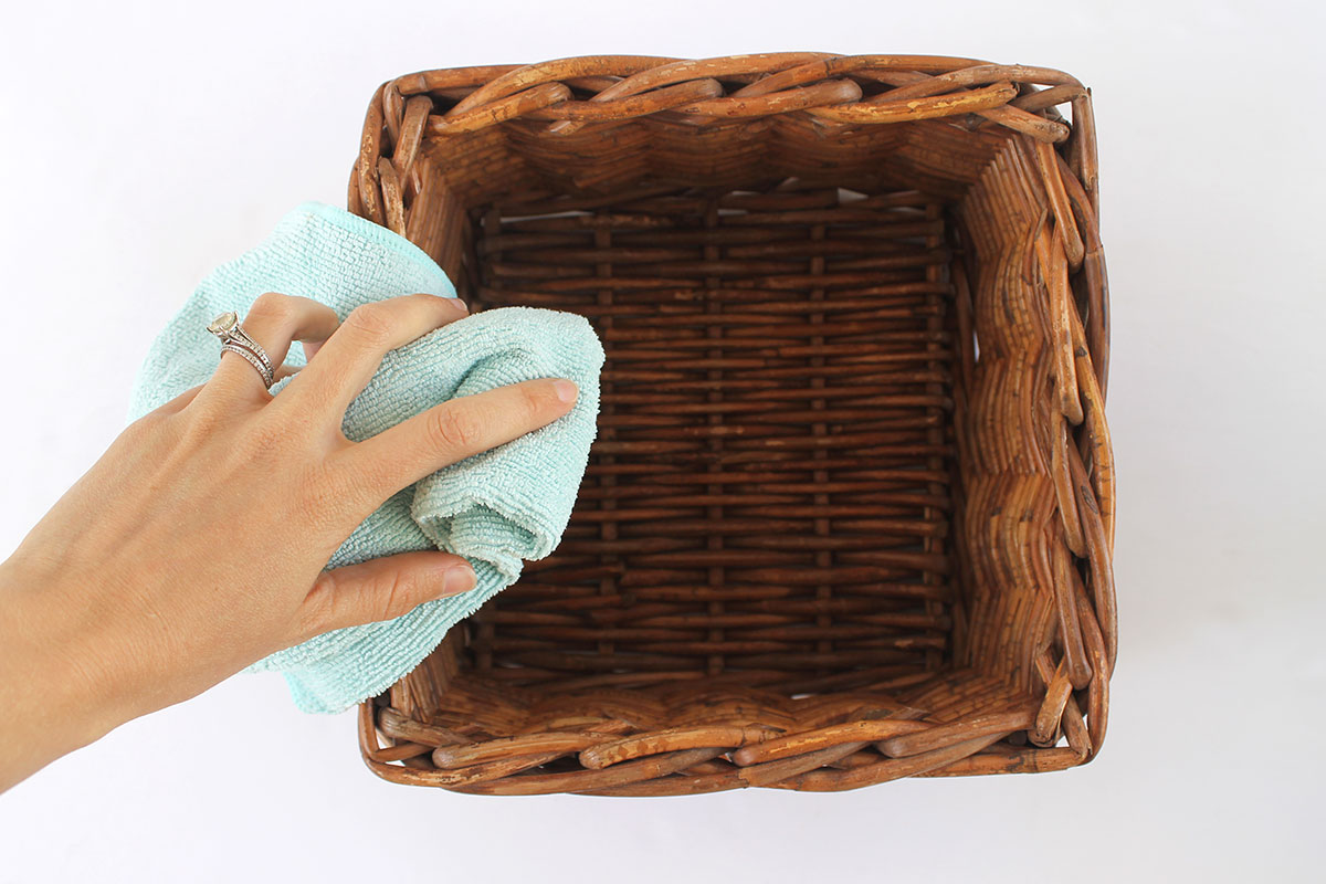 How to clean wicker baskets with microfiber