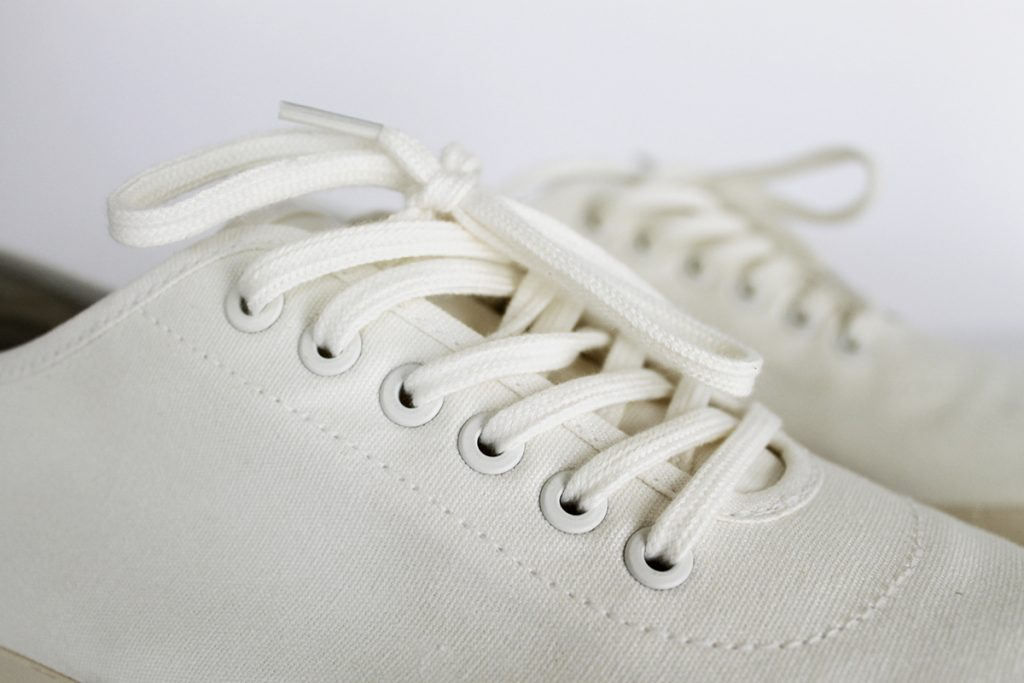How to clean white shoelaces and get rid of stains